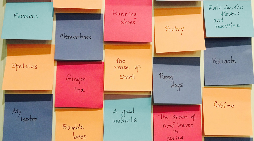picture of a bulletin board with sticky notes listing things to be grateful for